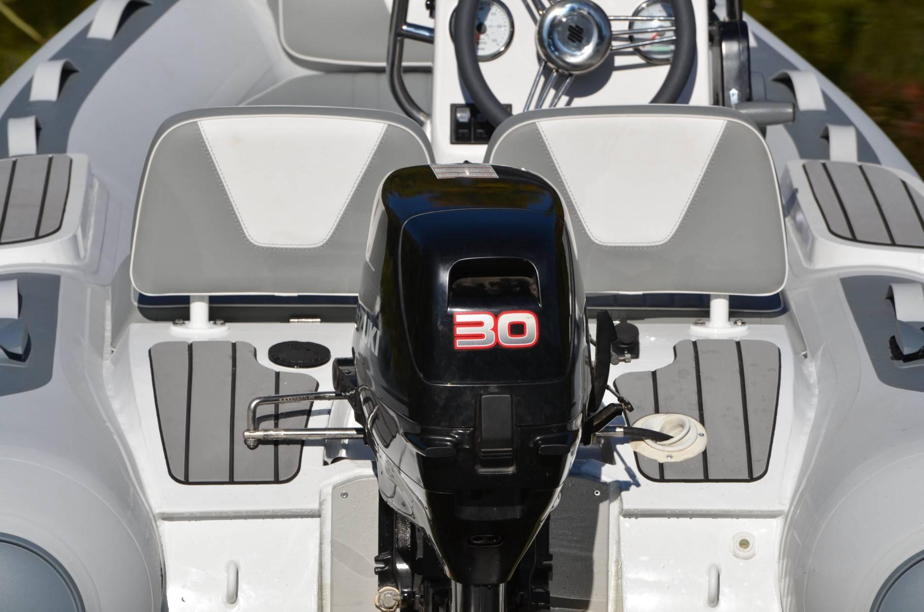 Gala motortartó, hátsó fröccsenés gátló